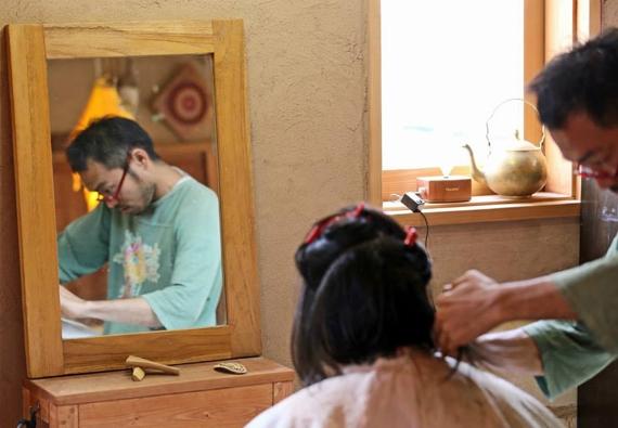 内面から美しくする美容師 藤岡 建二
